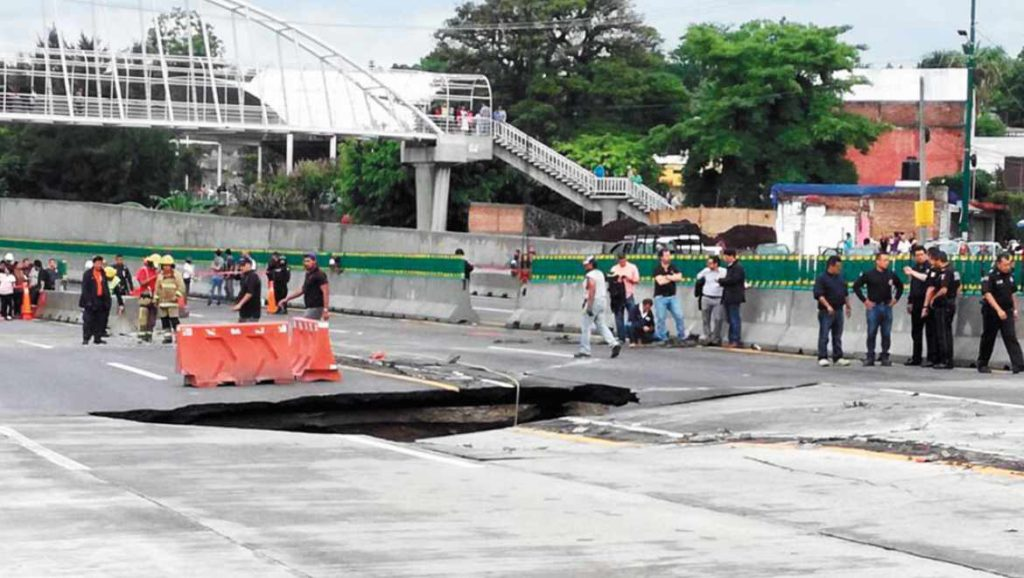 Mexican highway sinkhole